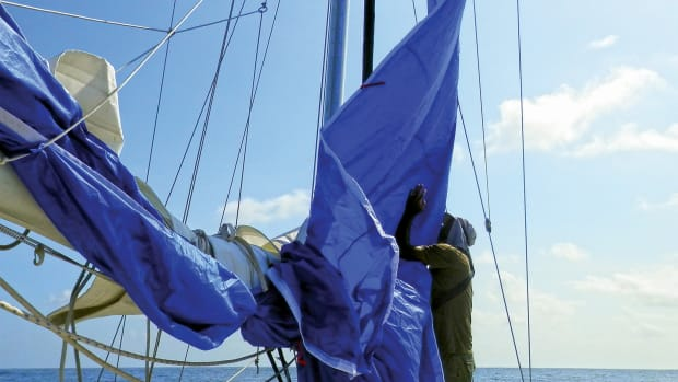 Without battens, the sail is easy to set and douse and does not get caught in the lazyjacks