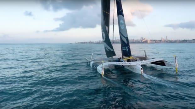 Video--Edmond-de-Rothschild-Maxi-tri-Pitstop