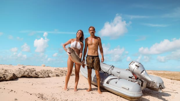 Riley-and-Elayna,-Sailing-La-Vagabonde