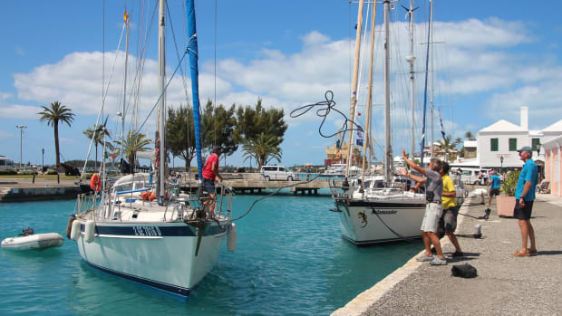 10-Duale,-Italian-boat,-arriving-at-Bermuda-town-dock-in-front-of-Salamander