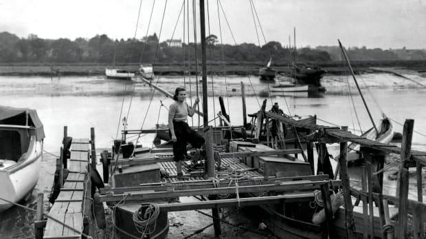 01-LEAD-Tangaroa-Wivenhoe-1954-straightened-mono