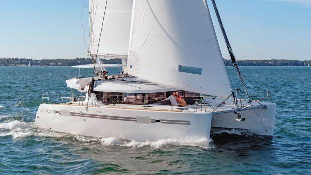 Lead-sailing-shot