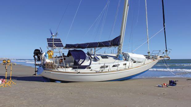 Averi-aground-uncropped