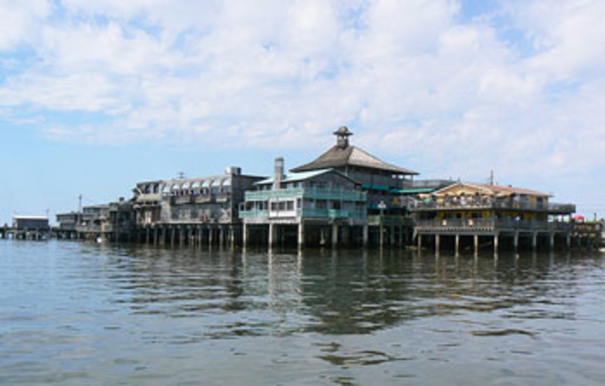 Cedar Key Marina. Photo courtesy of visitcedarkey.com