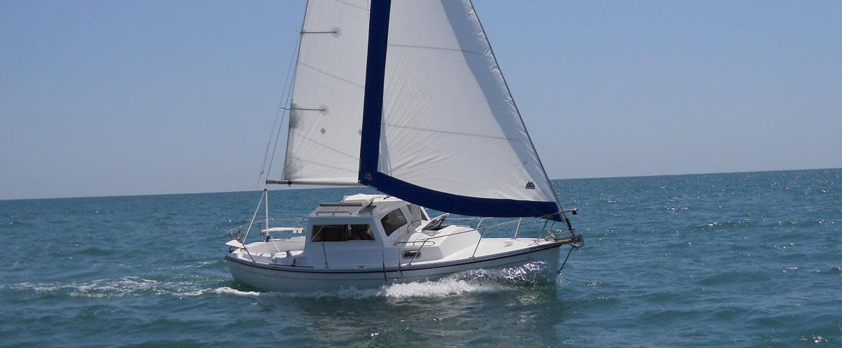 Com-Pac CP 23 Pilothouse - Sail Magazine
