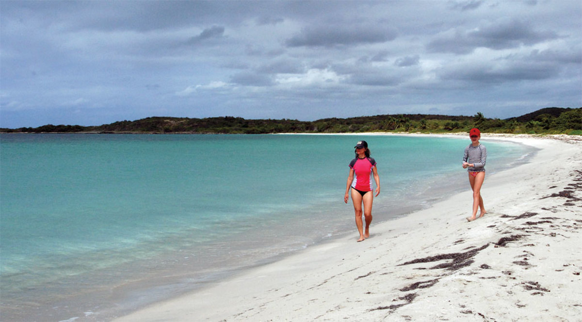 Shelly and Bridget have the magnificent beach at the Bahía Chiva anchorage all to themselves