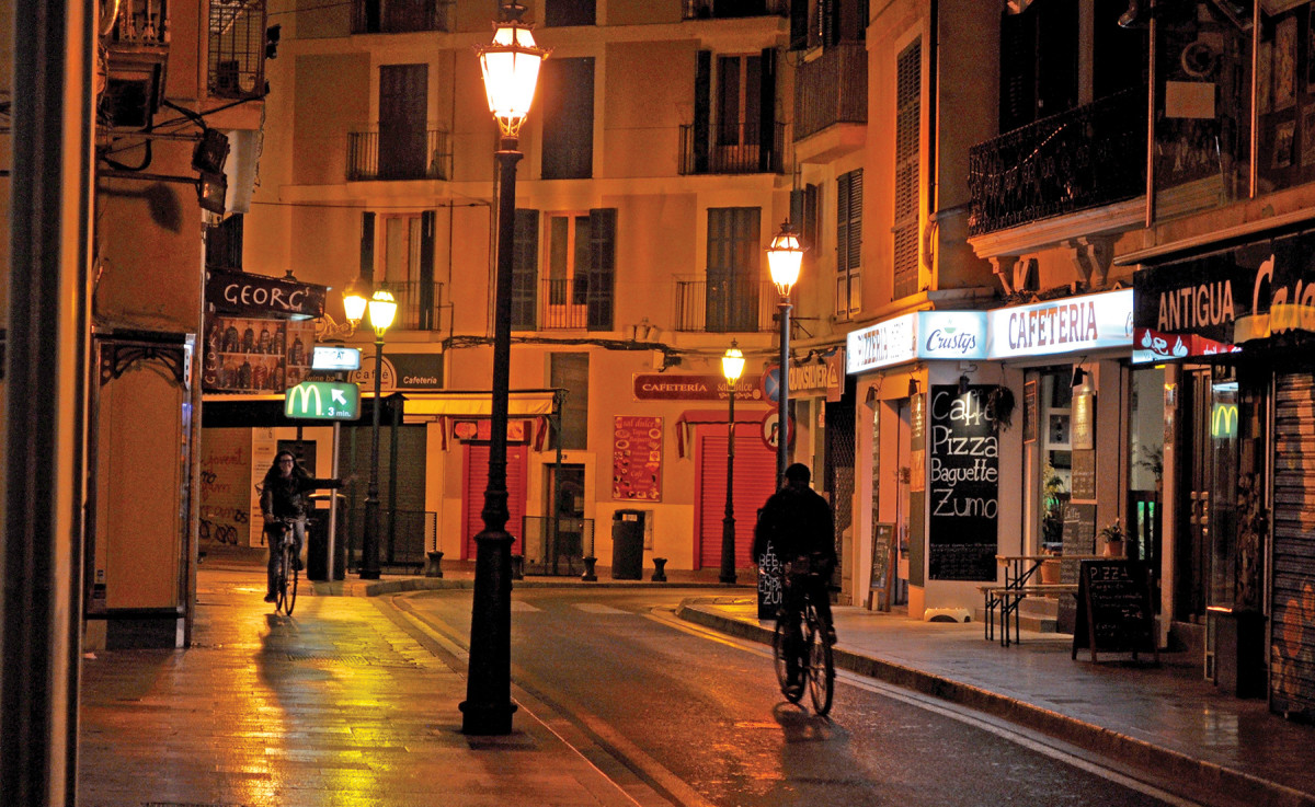 night falls on Palma's streets, quiet in April