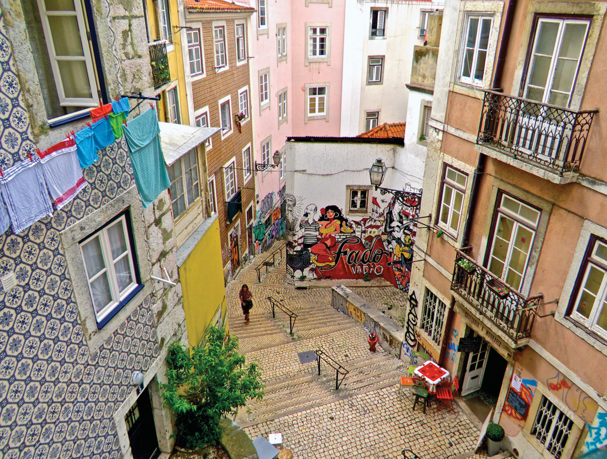 Expert grafitti brightens an alley in old Lisbon