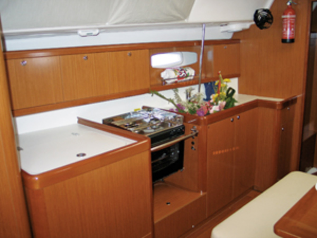 beneteau_43_galley