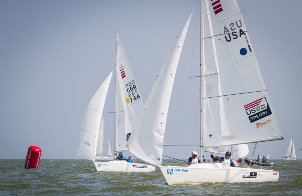 The winning U.S. Sonar team on its way to another first-place finish