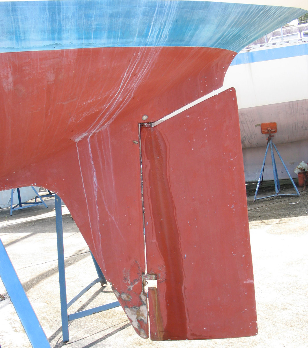 Water has leaked from the rudder tube, which does not mean the rudder itself is wet inside