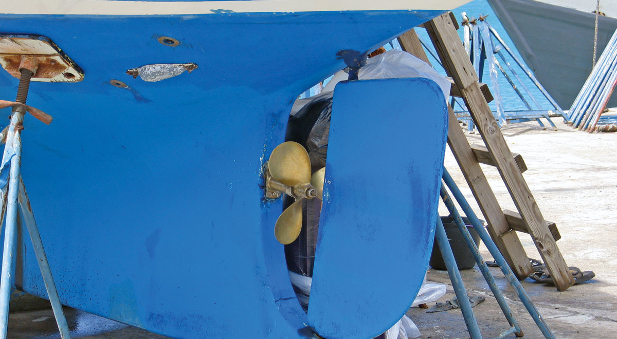Many bluewater sailors like the rudder and prop protection offered by a full keel