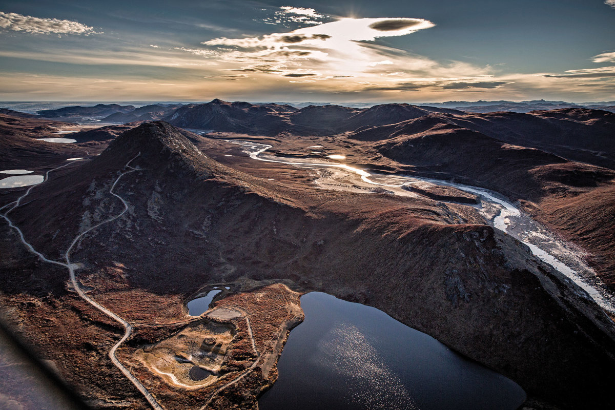 Morning light over Sugar Loaf mountain in Kangerlussuaq. Photo courtesy of Mads Pihl/Visit Greenland