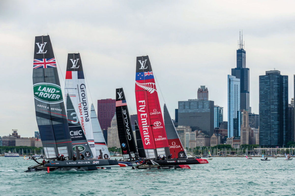The Chicago skyline makes for a dramatic backdrop during an early fleet race