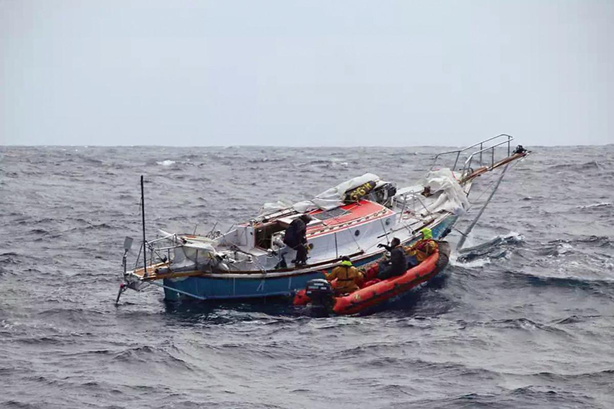 Rescuers board Thuriya