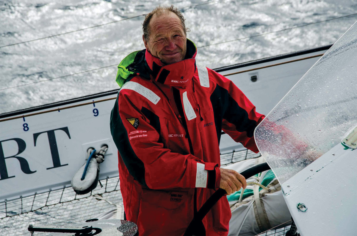 Francis Joyon broke his own Transatlantic record