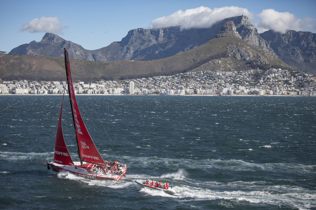 MAPFRE closes in on the finish in Cape Town, South Africa