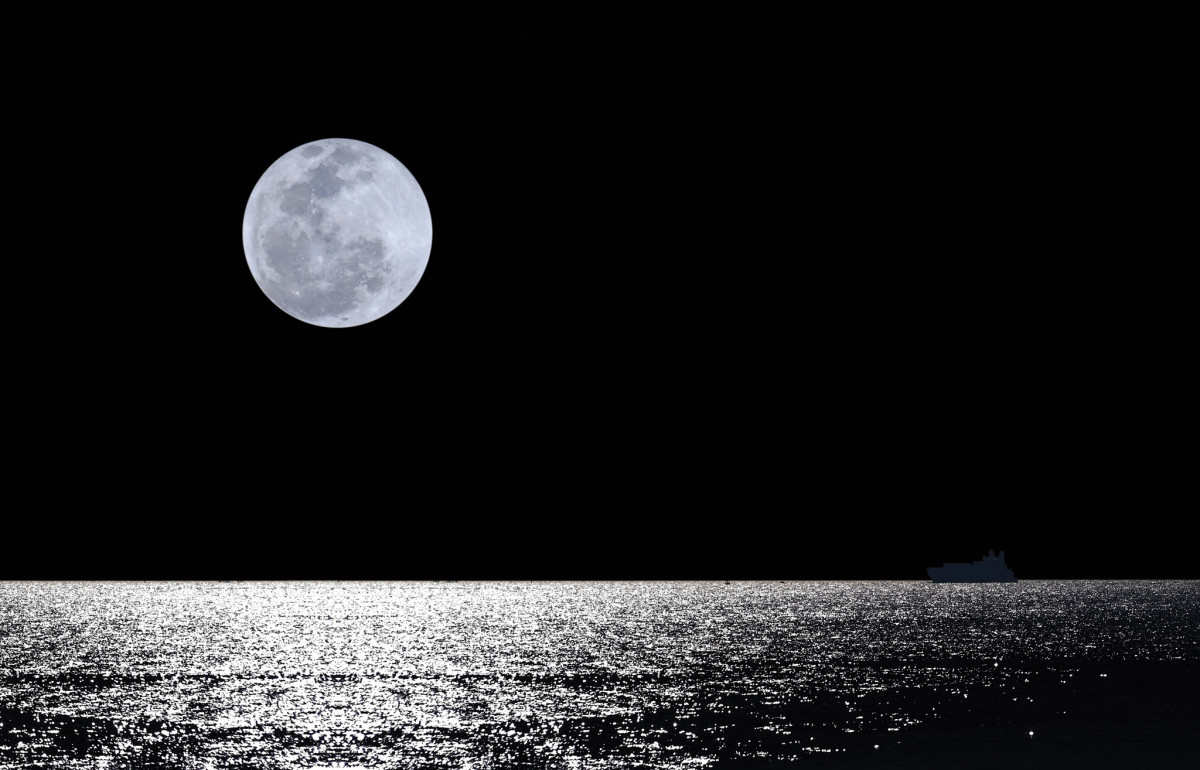 The moon is a sailor's friend