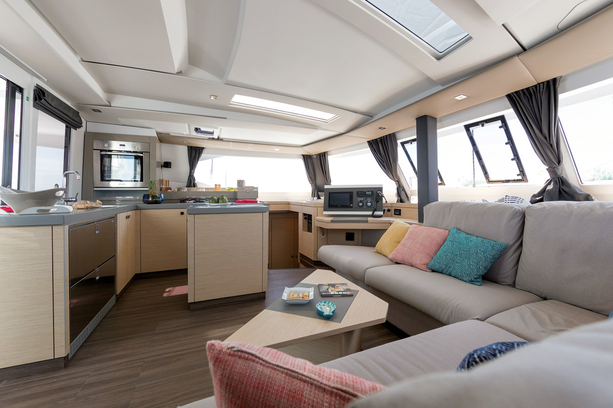 Space, space and more space: the saloon offers rooom for all...