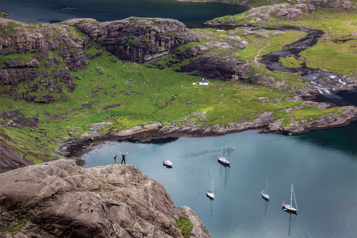 Isbjörn rests at anchor along with a number of other boats on Loch Scavaig