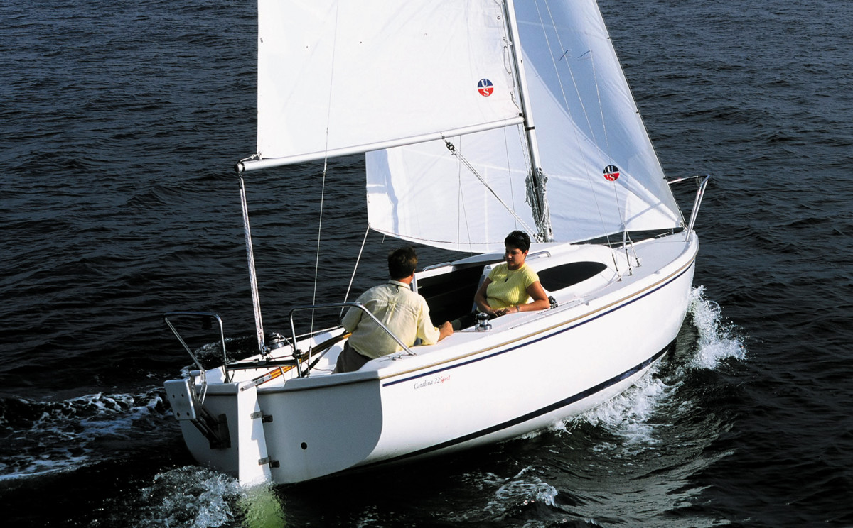 The legendary Catalina 22 morphed into the Catalina 22 Sport in 2004
