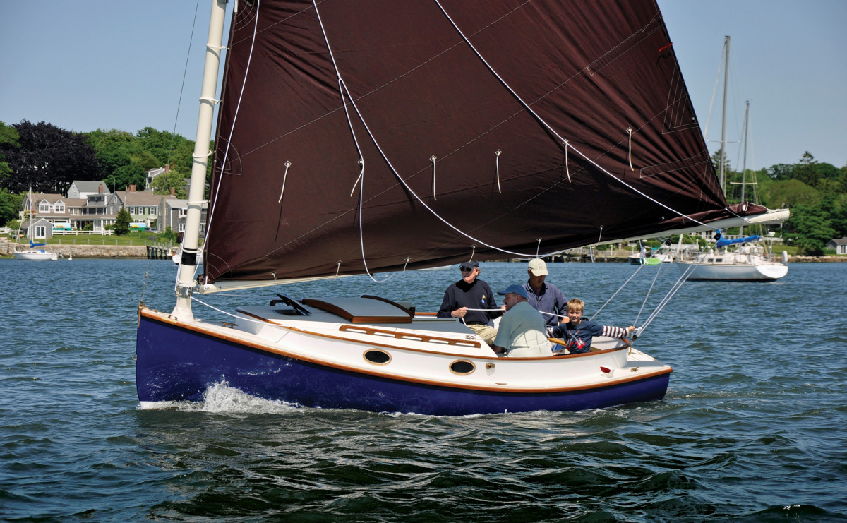 The Sanderling oozes catboat charm and packs a lot of room into its 18ft