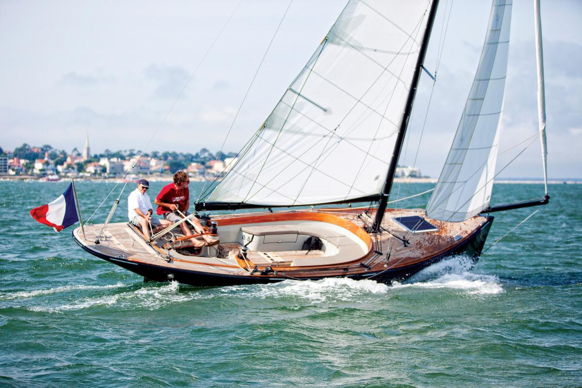 CAPE-COD---Under-sails