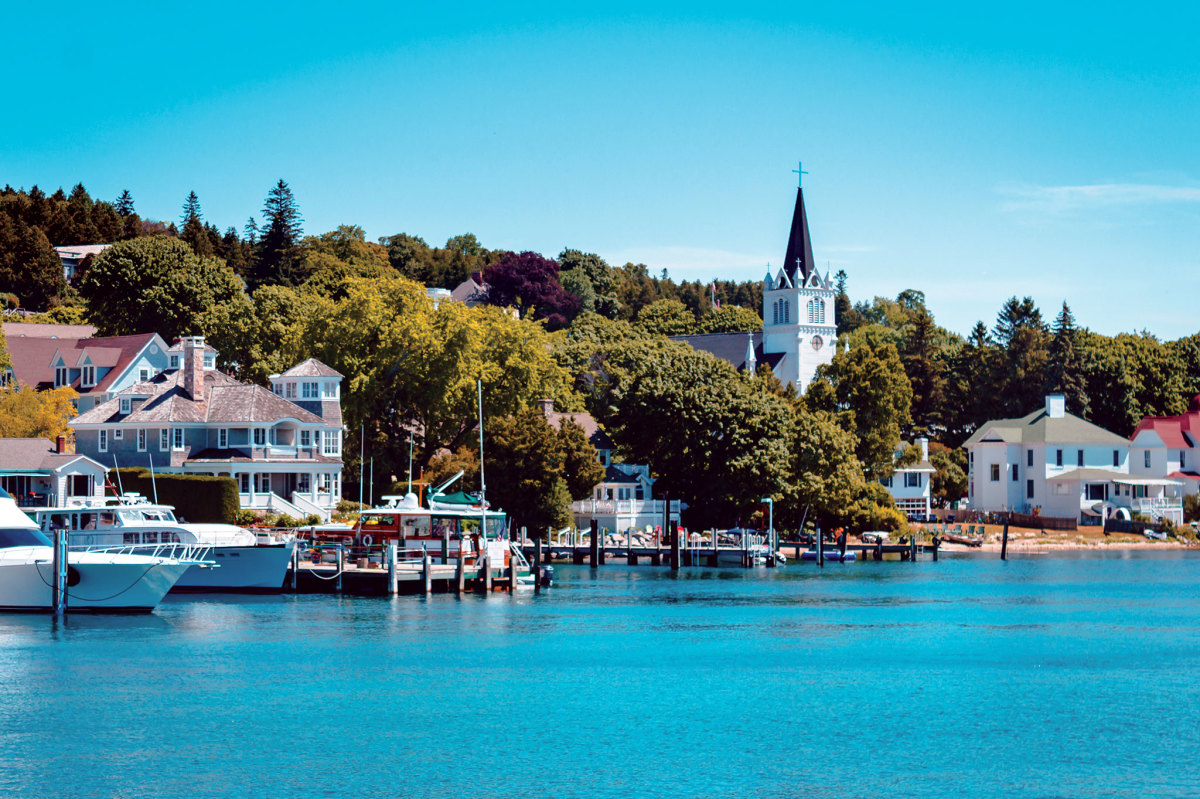 The picturesque harbor on Mackinac Island has poor holding