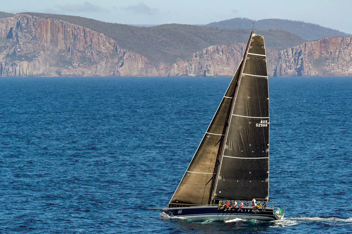 The Reichel Pugh 66 Alive closes in on the overall win in the 2018 Rolex Sydney Horbart
