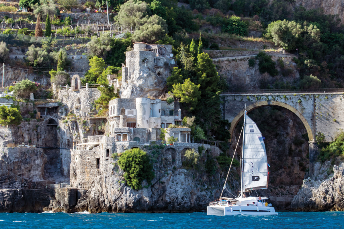 The flotilla flagship leaves Positano