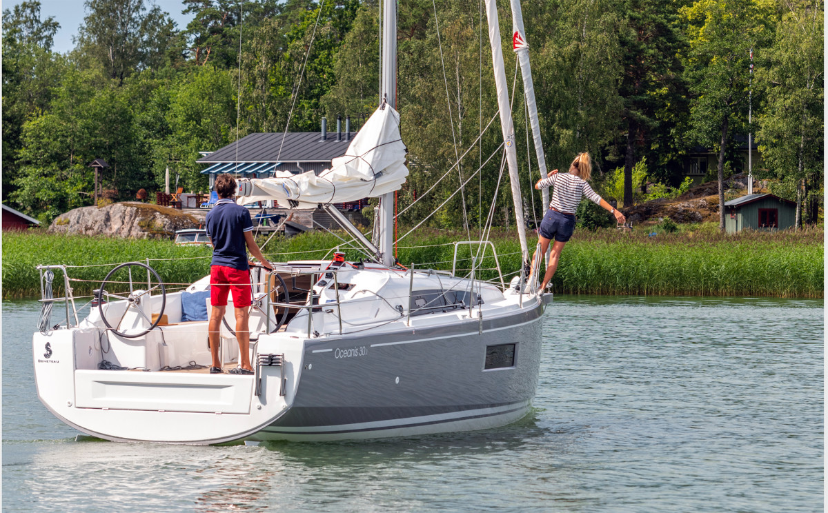 Maneuvering a twin-rudder boat like this Beneteau Oceanise 30.1 requires a slightly different mindset