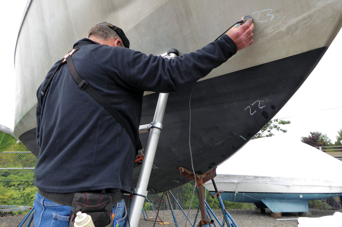 Surveying an aluminum hull: no worries about osmotic blistering here!