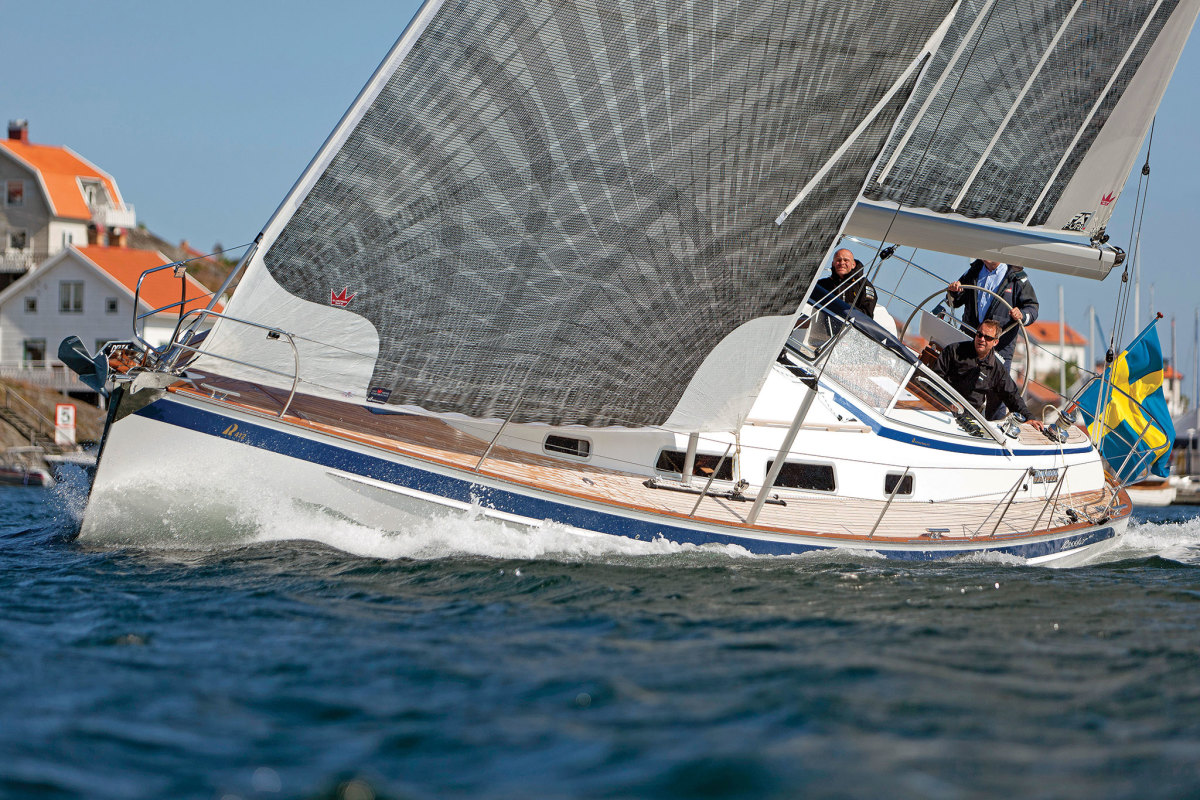 With its high-tech sails, this Hallberg-Rassy cruiser would benefit from high-tech lines as well