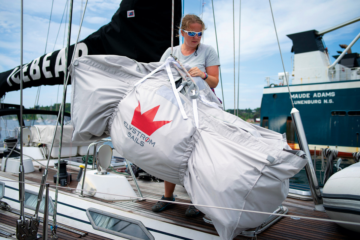01-LEAD-m'19.07.17_Sail-Stowing_3