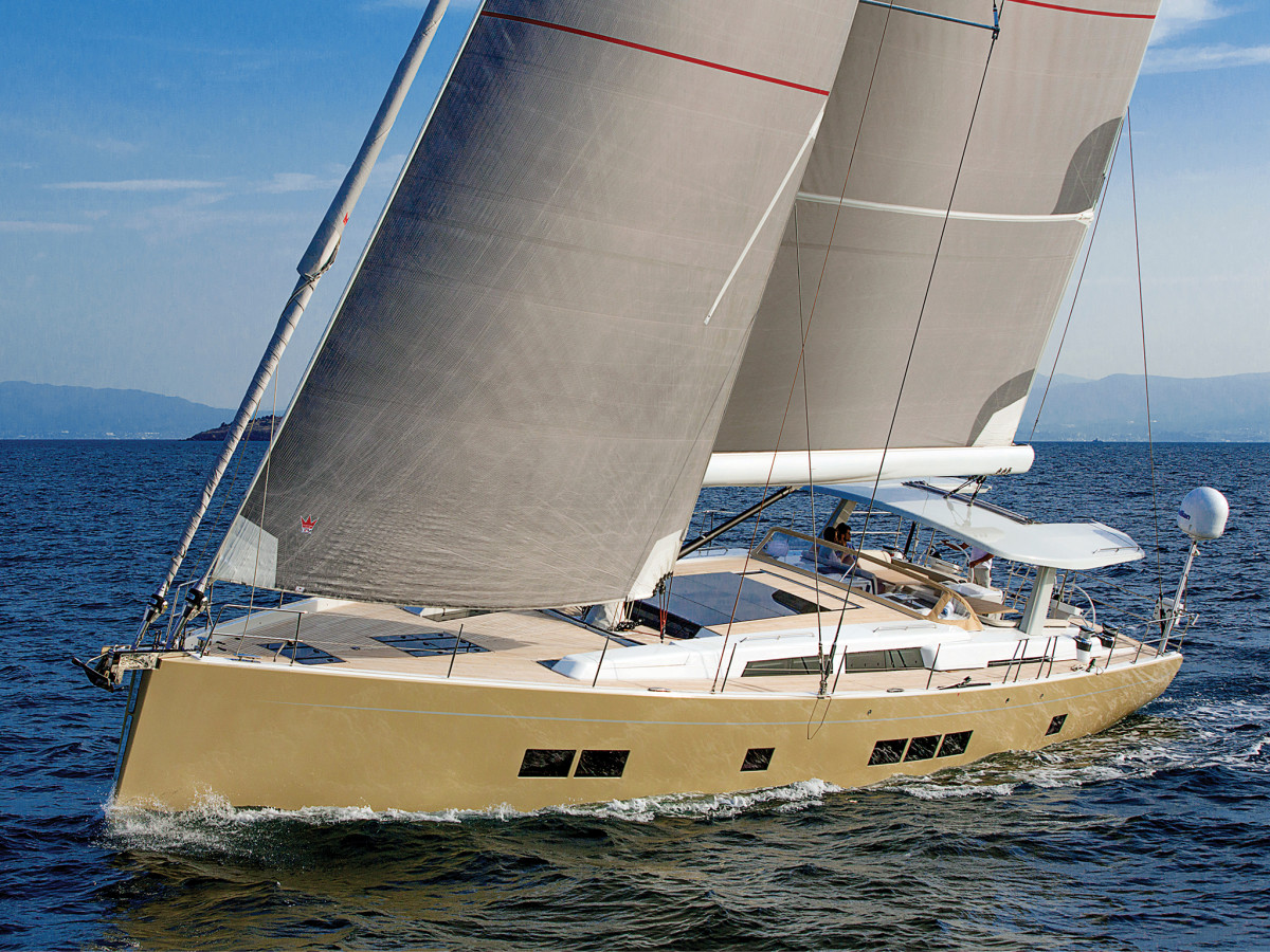 The Solent rig aboard this Hanse 675 makes it easy to optimize the sailplan for the sailing conditions